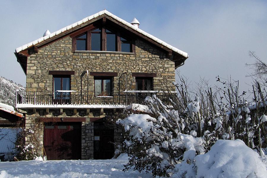 Turismo rural los cerezos jaca pirineos tel 676 623 212 - Casas rurales en el pirineo catalan ...